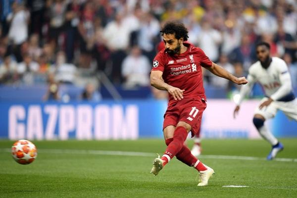 Striker Liverpool, Mohamed Salah saat mencetak gol ke gawang Tottenham Hotspur di final Liga Champions - Twitter