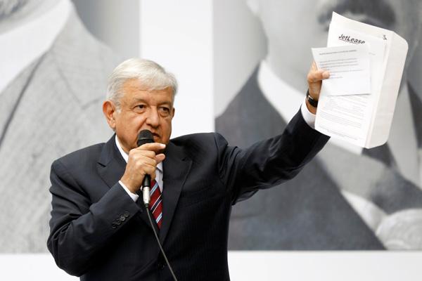Presiden Meksiko terpilih Andres Manuel Lopez Obrador memberikan keterangan resmi di Mexico City, Jumat (31/8/2018). - Reuters/Edgard Garrido