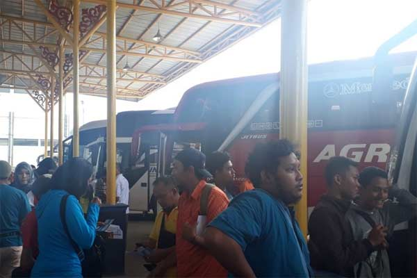 Suasana Terminal Jatijajar Kota Depok, Jawa Barat. - ANTARA