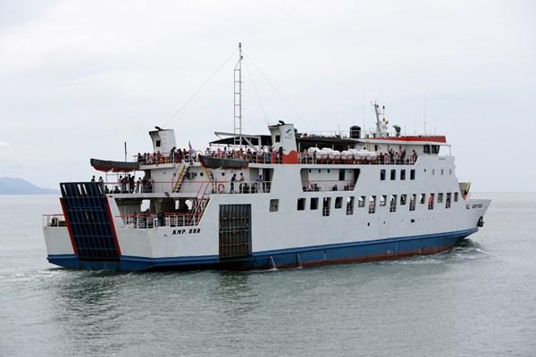 Kapal Muatan Penumpang (KMP) BRR yang membawa pemudik dan wisatawan keluar dari kawasan dermaga pelabuhan Ulee Lheu, Banda Aceh, Aceh, Minggu (2/6/2019). - ANTARA / Irwansyah Putra
