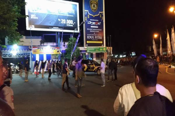 Suasana lokasi ledakan bom di depan pos polisi di Kartasura, Sukoharjo, Jawa Tengah, Senin (3/6/2019) malam. - JIBI