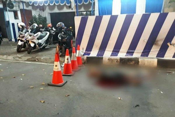 Lokasi ledakan dan pelaku tergeletak di depan pos polisi di Kartasura, Sukoharjo, Jawa Tengah. - Istimewa Polres