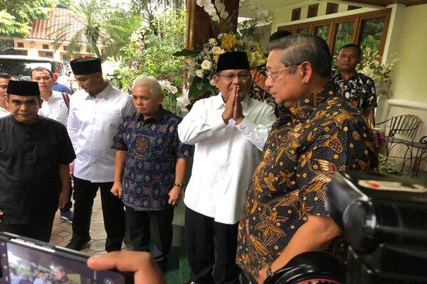 Prabowo Subianto melayat di kediaman Susilo Bambang Yudhoyono. - Bisnis/Sholahuddin Al Ayyubi