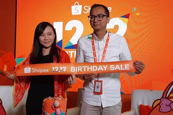 Direktur Shopee Indonesia, Christin Djuarto (kiri) bersama Country Brand Manager Shopee Indonesia, saat peluncuran Shopee 12.12 Birthday Sale di The Plaza Tower, Rabu siang (28/11/2018). - Bisnis/Yusran Yunus