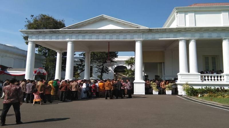 Para pejabat negara mengatre di Istana Negara untuk menyampaikan Selamat Idulfitri pada Presiden Joko Widodo dan Ibu Negara Iriana Jokowi, Rabu (5/6/2019). JIBI/Bisnis - Yodie Hardiyan