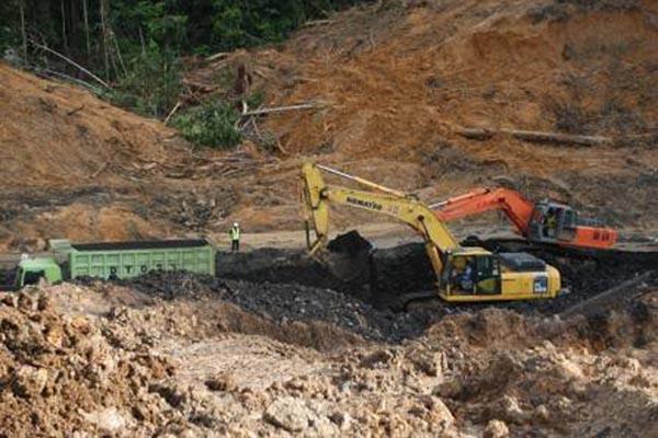 Aktivitas penambangan batu bara - Antara/Kasriadi