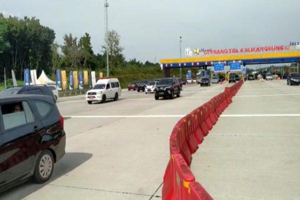 Kondisi gerbang tol (GT) Kalikangkung yang sudah mulai berlaku satu arah dari GT Kalikangkung KM 414 menuju Jakarta hingga KM 70 Cikampek Utama pada Jumat (7/6/2019) pukul 14.05 WIB. - JIBI/Istimewa.
