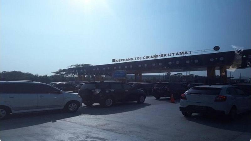 rus lalu lintas di Gerbang Tol Cikampek Utama terpantau padat. - Twitter TMC Polda Metro Jaya