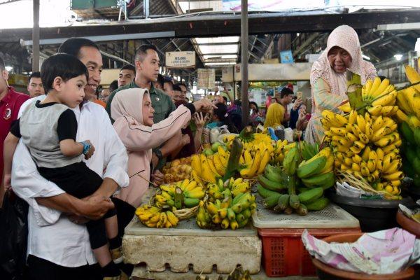 Keluarga Presiden Joko Widodo saat berbelanja di Pasar Gede Solo. - Setkab