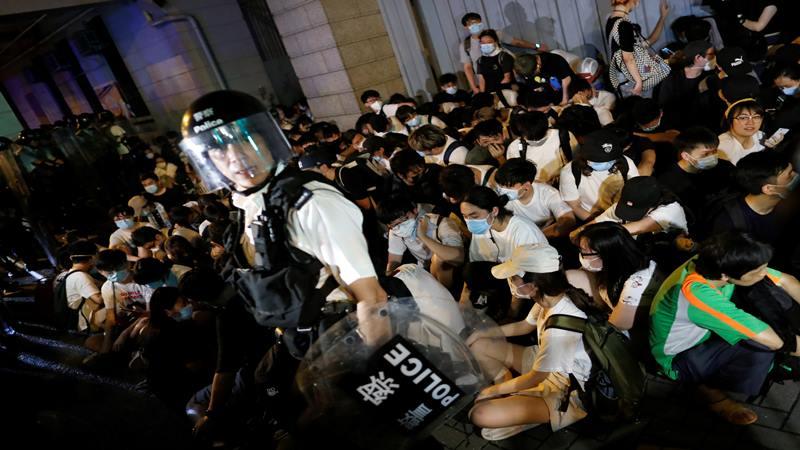 Protes meminta pihak berwenang membatalkan RUU ekstradisi yang diusulkan untuk memungkinkan tersangka yang dicari di daratan China dikirim melintasi perbatasan negara untuk diadili, Senin (10/6/2019). - Reuters