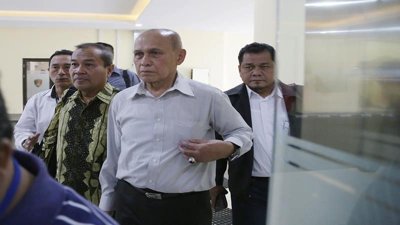 Mayor Jenderal TNI Purn Kivlan Zen (kedua kanan) didampingi kuasa hukum di Bareskrim Mabes Polri, di Jakarta, Rabu (29/5/2019). - Antara