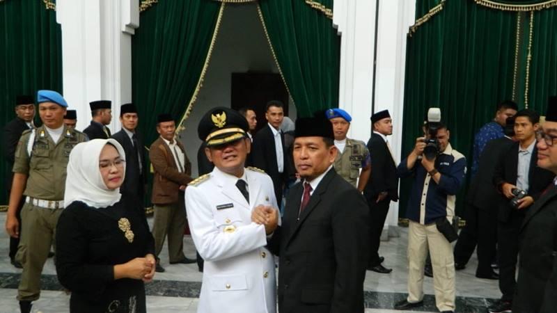 Eka Supria Atmaja dilantik Gubernur Jawa Barat Ridwan Kamil jadi Bupati Bekasi menggantikan Neneng Hasanah Yasin yang sudah resmi ditetapkan sebagai terpidana kasus suap Meikarta. JIBI/Bisnis - Wisnu Wage Pamungkas