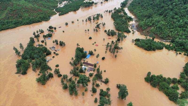 Foto udara kondisi banjir bandang yang merendam rumah warga di Kecamatan Asera, Kabupaten Konawe Utara, Sulawesi Tenggara, Selasa (11/6/2019). - Antara/Oheo Sakti