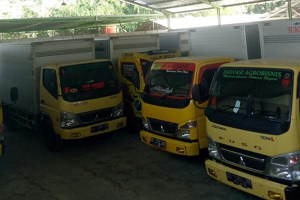 Truk dan puluhan ribu stoples tersimpan di Gudang CV Mitra Sukses Bersama (MSB) yang sudah tidak beroperasi di Dusun Kroyo, Desa Taraman, Kecamatan Sidoharjo, Sragen, Kamis (13/6/2019). - Solopos/Moh. Khodiq Duhri