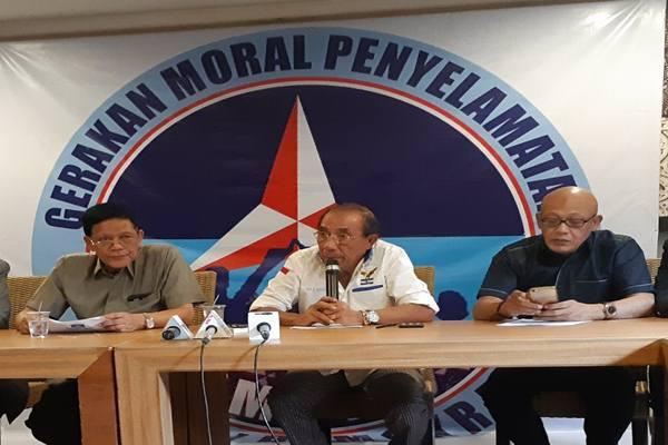 Presidium GMPPD Max Sopacua didampingi para pendiri Partai Demokrat saat memberikan keterangan pers, Kamis (13/6/2019). JIBI/Bisnis - John Andi Oktaveri