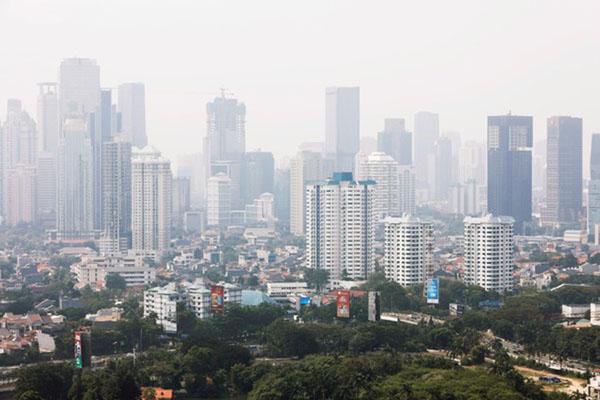 Kemegahan Jakarta mengundang warga dari berbagai daerah untuk mencari nafkah di Ibu Kota. - Reuters/Beawiharta