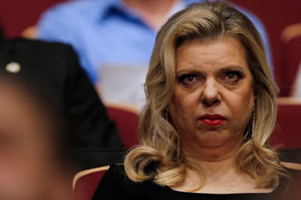 Sara Netanyahu, istri PM Israel Benjamin Netanyahu, ketika menghadiri persidangan yang mendakwanya menyalahgunakan uang negara untuk pemesanan makanan. - Reuters