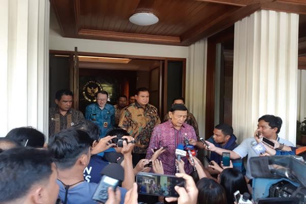 Menko Polhukam Wiranto berbicara soal tuntutan referendum Aceh di kantornya, Jumat (31/5/2019). - Bisnis/Lalu Rahadian