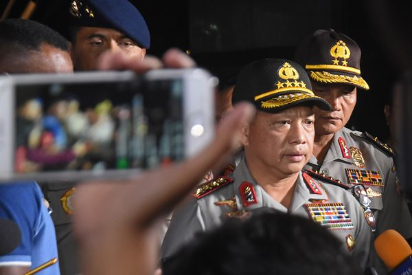 Kapolri Jenderal Pol Tito Karnavian (tengah) - ANTARA FOTO/Indrianto Eko Suwarso