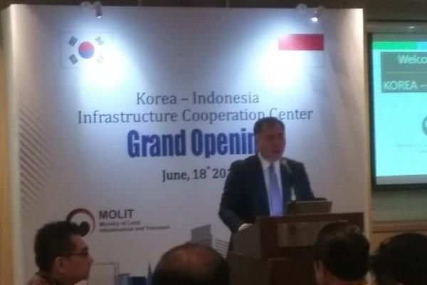 Executive VP KIND Taek-Won Seo saat menyampaikan kata sambutan dalam acara peresmian Pusat Kerja Sama Infrastruktur Korea-Indonesia di Jakarta, Selasa (18/6/2019).(ANTARA - M Razi Rahman)