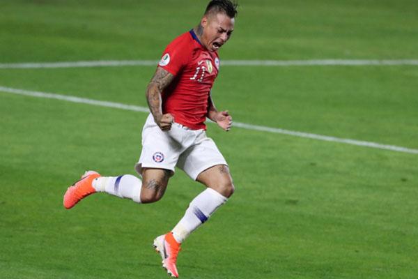 Penyerang Timnas Cile Eduardo Vargas selepas menjebol gawang Jepang. - Reuters/Amanda Perobelli