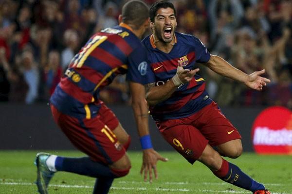 Luis Suarez (kanan) dan Neymar da Silva Santos Jr. saat masih bersama membela Barcelona. - Reuters/Sergio Perez