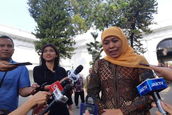 Gubernur Jawa Timur Khofifah Indar Parawansa memberikan keterangan kepada wartawan usai bertemu Presiden Joko Widodo di Istana Kepresidenan, Jakarta, Selasa (18/6/2019). - Bisnis/Yodie Hardiyan