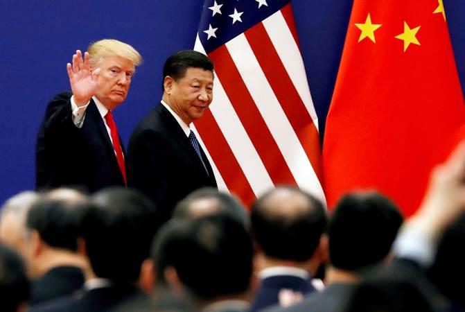 Presiden Amerika Serikat Donald Trump (kiri) bersama Presiden China Xi Jinping dalam sebuah pertemuan di Beijing, China, Kamis (9/11/2017). - Reuters/Damir Sagolj