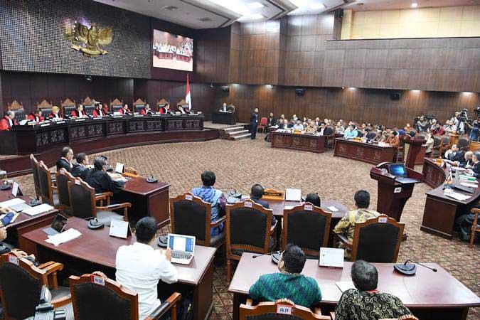 Suasana sidang lanjutan Perselisihan Hasil Pemilihan Umum (PHPU) Pilpres 2019 di gedung Mahkamah Konstitusi, Jakarta, Selasa (18/6/2019). - ANTARA/Hafidz Mubarak A