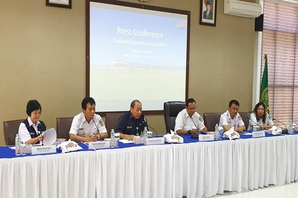 Jajaran direksi PT Kereta Api Indonesia (Persero) memaparkan soal Evaluasi Angkutan Lebaran 2019 di Jakarta Railways Center, Rabu (19/6/2019). - Bisnis/Rio Sandy Pradana