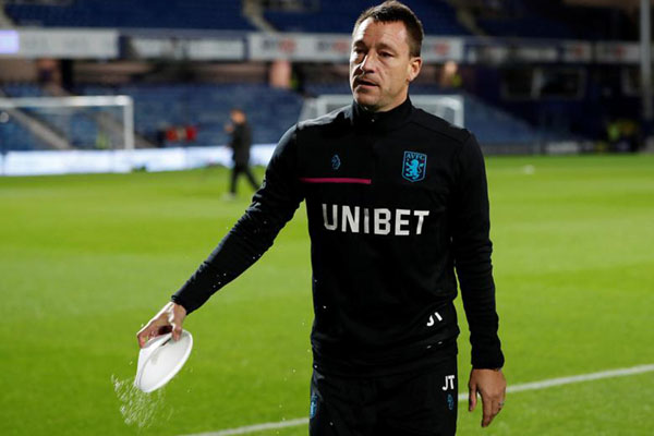 Asisten pelatih Aston Villa John Terry. - Reuters/Paul Childs