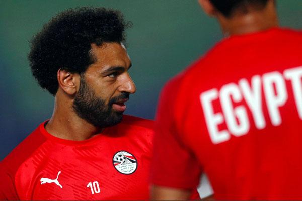 Mohamed Salah tengah berlatih bersama Timnas Mesir di Stadion Akademi Militer di Kairo pada Kamis (20/6/2019). - Reuters/Mohamed Abd El Ghany