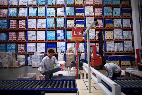 Ilustrasi aktivitas bisnis logistik, - Reuters/Jason Lee
