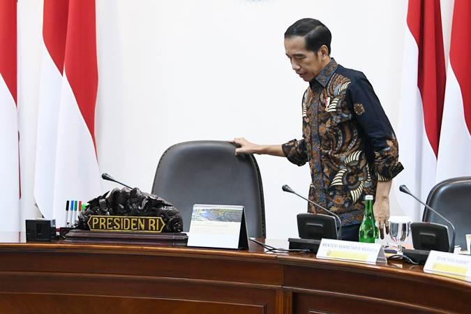 Presiden Joko Widodo bersiap memimpin rapat terbatas persiapan KTT Asean dan KTT G20 di Kantor Presiden, Jakarta, Rabu (19/6/2019). - ANTARA/Wahyu Putro A