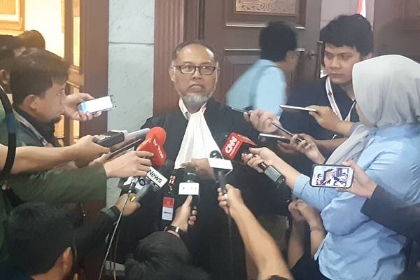 Bambang Widjojanto - Bisnis/Jaffry Prabu Prakoso
