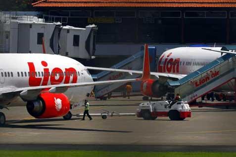Ilustrasi - Pesawat Lion Air sedang terparikir di bandara. - Bisnis/Istimewa
