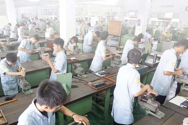 ATMI IGI Center adalah Unit Bisnis di bawah ATMI yang secara luas dikenal sebagai Politeknik yang menjalankan Pendidikan dan Pelatihan Berbasis Produksi (PBET) sejak 1968.  - foto ATMI