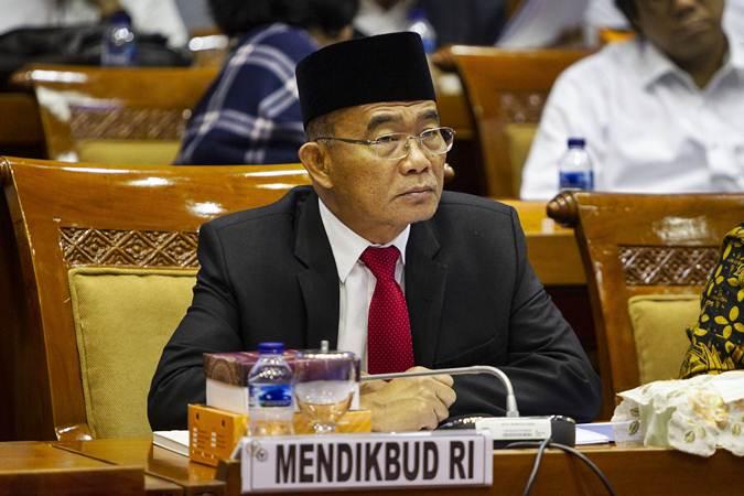 Menteri Pendidikan dan Kebudayaan Muhadjir Effendy mengikuti rapat kerja dengan Komisi X DPR di Kompleks Parlemen, Senayan, Jakarta, Senin (24/6/2019). - ANTARA/Dhemas Reviyanto