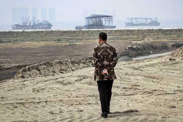 Gubernur DKI Jakarta Anies Baswedan meninjau salah satu kawasan di pulau reklamasi Teluk Jakarta, Jakarta, Kamis (7/6/2018). - ANTARA/Dhemas Reviyanto