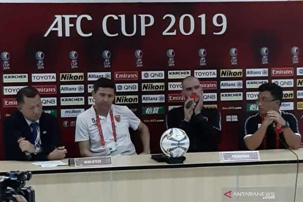 Pelatih PSM Makassar Darije Kalezic (kedua dari kiri) - Antara