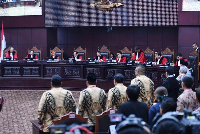 Suasana sidang Perselisihan Hasil Pemilihan Umum (PHPU) Presiden dan Wakil Presiden 2019 di Gedung Mahkamah Konstitusi, Jakarta, Kamis (27/6/2019). Sidang tersebut beragendakan pembacaan putusan oleh majelis hakim MK. - ANTARA/Hafidz Mubarak