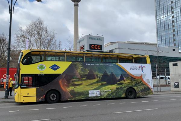 Bus dengan promosi Wonderful Indonesia di Berlin, Jerman - Kementerian Pariwista