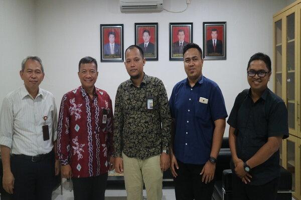 Manajemen BI Wilayah Kalimantan bersama Perwakilan Kantor OJK Regional 9 Kalimantan. - JIBI/Arief Rahman