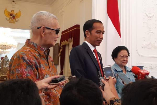 Presiden Joko Widodo saat menerima Ketua Umum PDIP Megawati Sokarnoputri dan mantan Wakil Presiden Try Sutrisno. - Bisnis/Amanda K. Wardhani