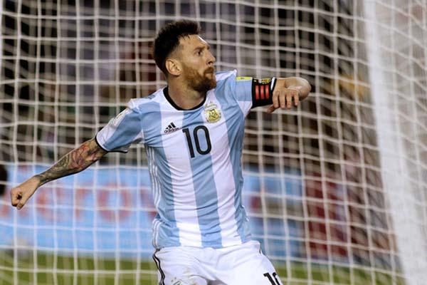 Lionel Messi dalam balutan jersey Timnas Argentina - Reuters/Alberto Raggio