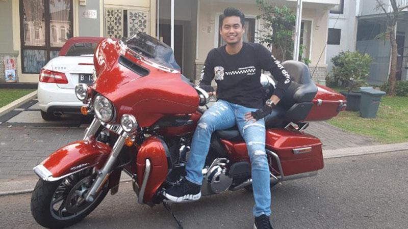 Pebulu tangkis Tontowi Ahmad dengan motor gedenya. - Bisnis/Putri Salsabila