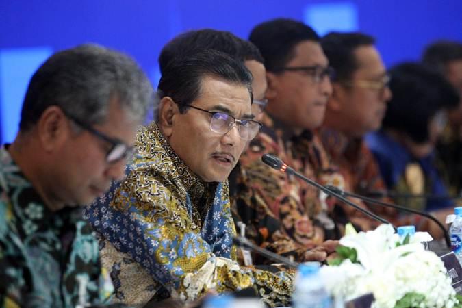 Direktur Utama PT Bank Rakyat Indonesia Tbk (BRI) Suprajarto didampingi direksi lainnya memberikan penjelasan mengenai kinerja perseroan, di Jakarta, Rabu (24/4/2019). - Bisnis/Dedi Gunawan
