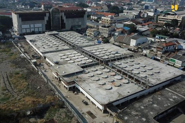 Pasar Johar di Semarang ini dirancang oleh arsitek Thomas Karsten dan mulai dibangun pada 1938. Struktur atap cendawan menjadi salah satu ciri khas dari bangunan Pasar Johar. -  Kementerian PUPR.