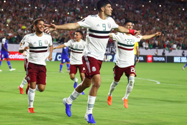 Penyerang Timnas Meksiko Raul Jimenez (9) merayakan golnya ke gawang Haiti di semifinal Gold Cup pada Rabu (3/7/2019) pagi WIB. - Reuters