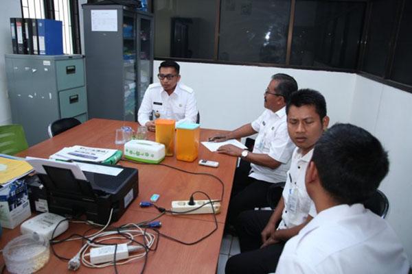 Wakil Bupati Pandeglang Tanto Warsono Arban (kiri) melakukan sidak di Kantor ULP, Rabu (3/7/2019). - Antara-Humas Pemkab Pandeglang